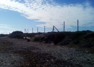 Completed the perimeter fence on the beach of La Llana
